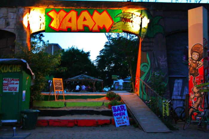 Yaam un locale tutto verde giallo e rosso cct seecity for Trova un costruttore locale