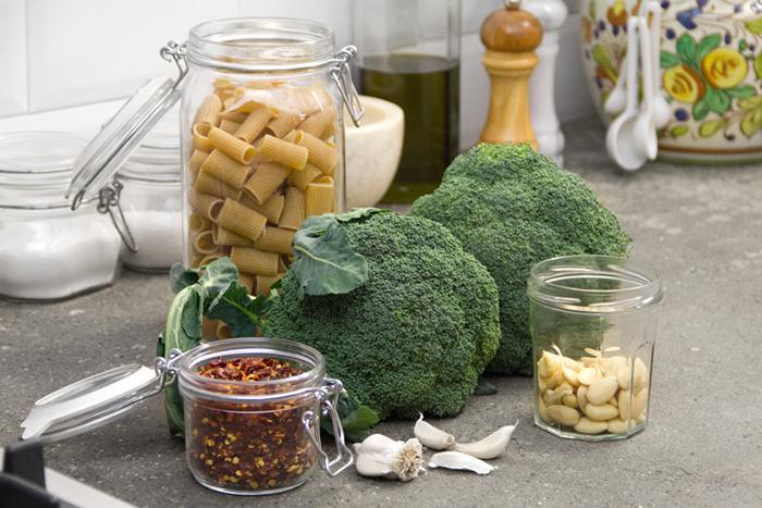 pasta-broccoli-ricetta-mandorle-peperoncino-01