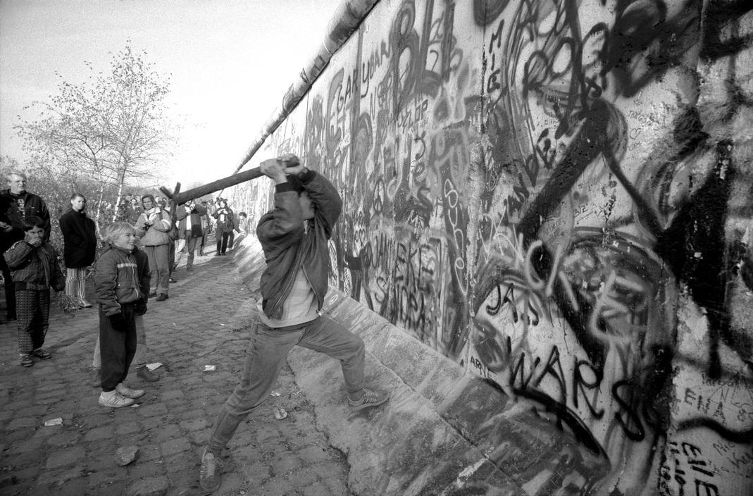 November 1989 Berlin In Magnum Photographers Eyes Cct Seecity