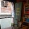 """Alta Acqua: una libreria """"fatta"""" di libri"""