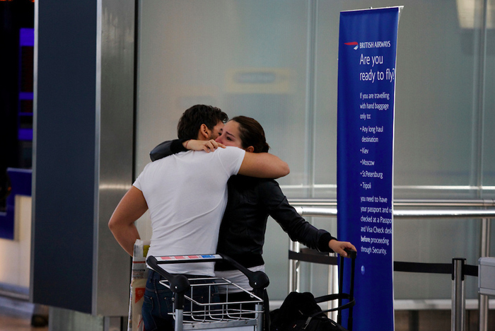 heathrow-book-kiss