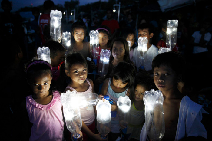 LiterOfLight-in-a-poor-area-of-Manila-pic-by-LukeDuggleby-2