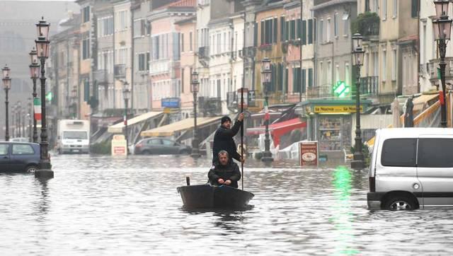 L'alta marea che ciclicamente tormenta gli abitanti di Chioggia.