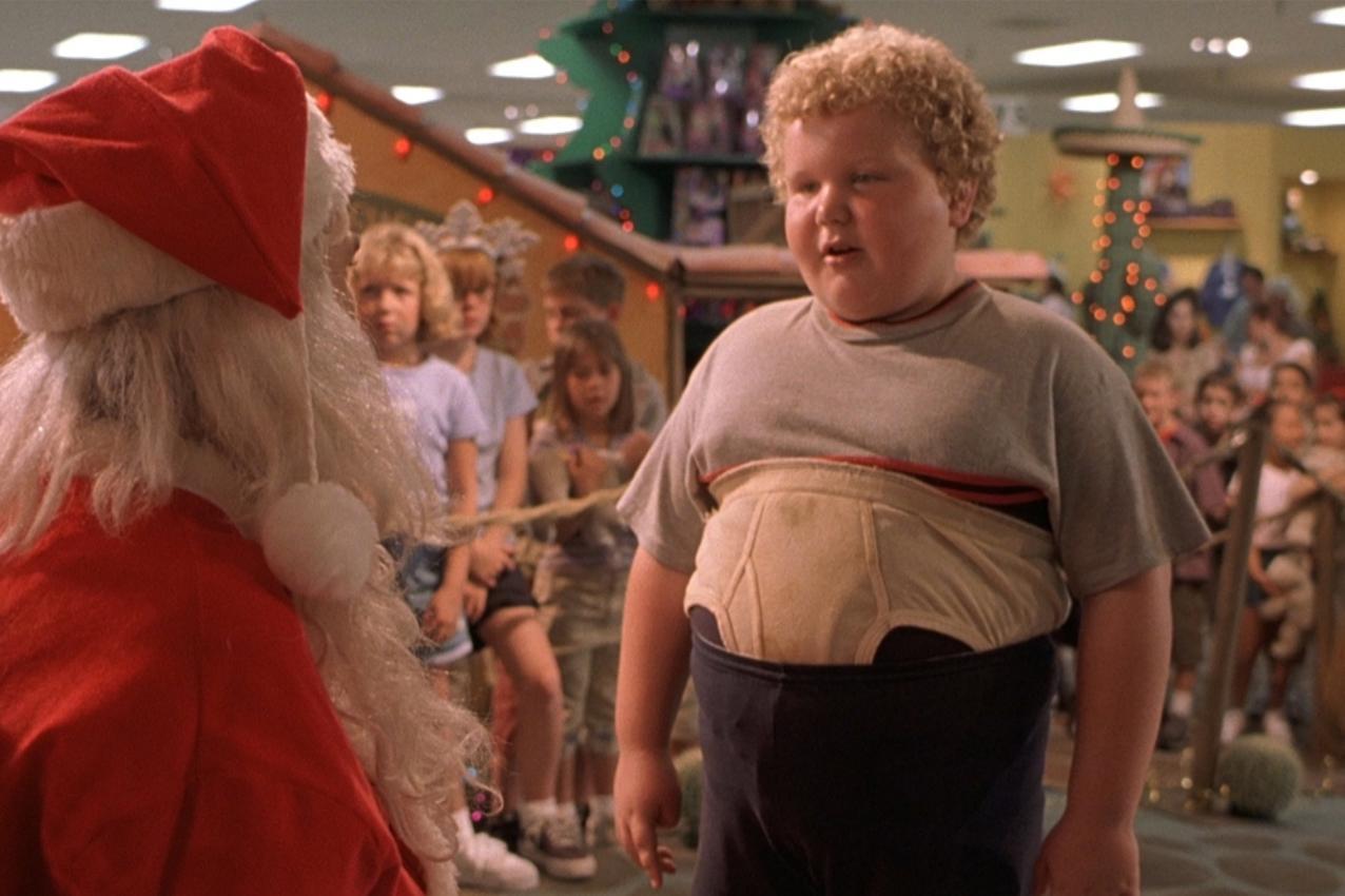 Thurman appena bullizzato ma comunque davanti a Babbo Natale per la sua legittima richiesta.