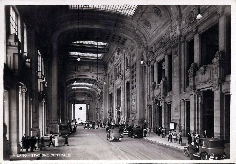 Milano,_Stazione_Centrale,_Galleria_delle_Carrozze_01