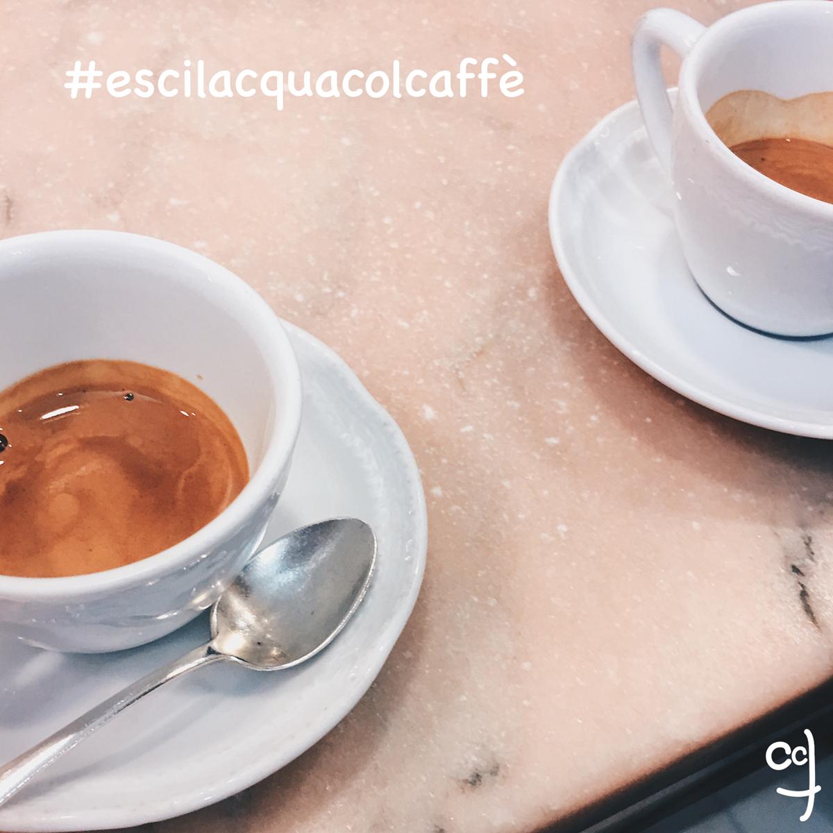 Vedi questo caffè? Questo è un espresso italiano QUASI perfetto: profumo, schiuma, aroma, gusto... tutto buono e bello MA - ! - servito senza un bicchiere d'acqua accanto (che si dovrebbe bere rigorosamente PRIMA, in modo da pulire la bocca e quindi apprezzare al meglio il caffè) è un espresso servito con ignoranza ovvero senza conoscere la buona tradizione e/o fare attenzione ai dettagli che fanno sempre la differenza.