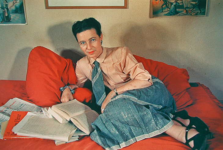 Simone de Beauvoir lying on her red couch in Paris 1952 - photo by Gisèle Freund